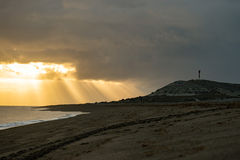 在巴塔哥尼亚海滩的红色日出 图库摄影