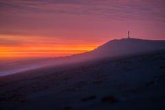 在巴塔哥尼亚海滩的红色日出 库存图片