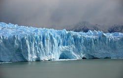 在巴塔哥尼亚的佩里托美利奴绵羊的冰川 库存照片