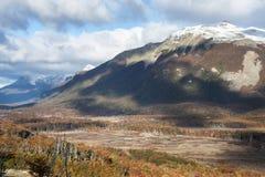 在巴塔哥尼亚的秋天。山脉达尔文,火地岛 免版税库存图片