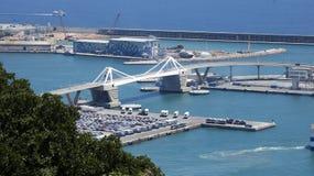 在巴塞罗那口岸的一座桥梁 免版税库存图片