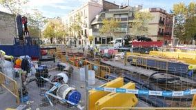 在巴塞罗那市中心照相机汽车街道上的民用工作  股票录像