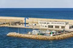 在巴塞罗那港的海岸警备队小船  库存图片