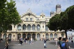 在巴塞罗那,西班牙港的大厦  库存照片