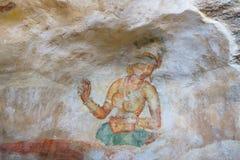 在洞墙壁,锡吉里耶,斯里兰卡上的妇女 库存照片