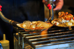 在贝壳,日本街道食物的烤海鲜 库存照片
