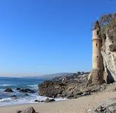 在维多利亚海滩的塔楼塔在拉古纳海滩,南加州 免版税库存图片