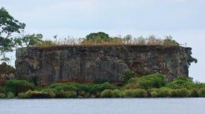 在维多利亚湖的岩层在恩德培附近 免版税库存照片