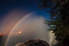 在维多利亚瀑布的Moonbow 库存照片