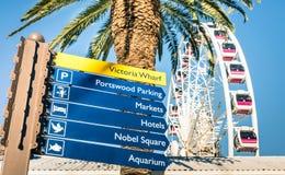 在维多利亚码头的都市标志在开普敦江边 免版税库存照片