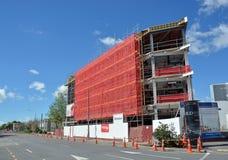 在维多利亚街上的新的办公大楼在完成附近。 库存照片