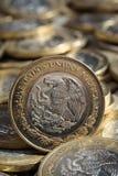 在更多硬币的墨西哥比索货币在混乱,垂直 图库摄影