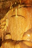 在洞大理石的钟乳石 免版税图库摄影