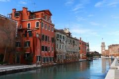 在晴天期间期间,威尼斯、武库和运河 免版税库存照片
