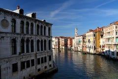在晴天期间期间,威尼斯,大运河 库存照片