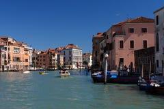 在晴天期间期间,威尼斯,大运河 库存图片