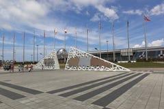 在索契奥林匹克公园拥护奥林匹克和残奥会开幕式的墙壁 库存图片