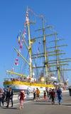 在索契港的三被上船桅的三桅帆Mircea  俄国 免版税库存照片