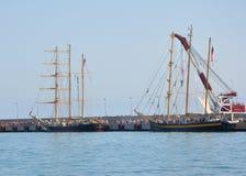 在索契港的保加利亚风船Kaliakra和皇家海伦娜  库存照片