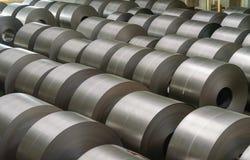 在贮存区的被冷轧的钢卷在钢铁工业 库存照片
