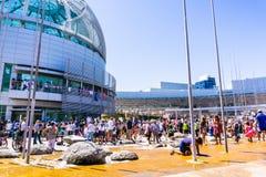 在`家庭的圣何塞被会集的人们香港大会堂前面一起属于`集会 免版税库存照片