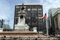 在1879年对伊基克海军作战的英雄的纪念碑在广场Sotomayor, 库存照片