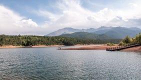 透明的湖水,科罗拉多斯普林斯 免版税库存照片