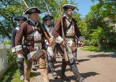 在黑小河村庄的战士行军 免版税库存图片
