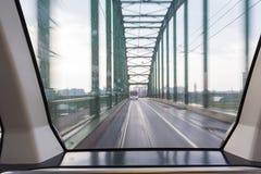 在贝尔格莱德,塞尔维亚公车运送从一辆电车的射击在一座桥梁,有速度迷离作用的 库存图片