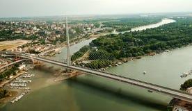 在贝尔格莱德-鸟景色的桥梁 免版税库存图片