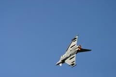 在费尔福德皇家空军基地空气纹身花刺的台风战斗机 免版税库存照片
