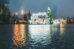 在维尔纽斯立陶宛签署从维尔纽斯和圣诞树的问候2015年 库存图片