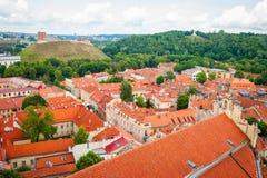 在维尔纽斯,立陶宛的首都屋顶的看法  库存照片
