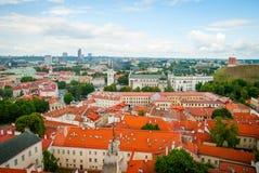 在维尔纽斯,立陶宛的首都屋顶的看法  免版税库存图片