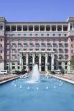在费尔蒙特旅馆北京,中国前面的池塘 免版税库存照片