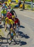 在彻尔du Grand Colombier -环法自行车赛2的黄色泽西小组 图库摄影