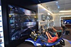 在索尼中心中演奏Playstation 4,迪拜购物中心,迪拜 免版税库存图片