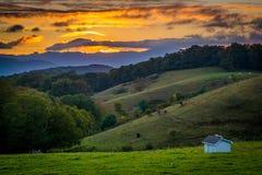 在绵延山和农田的日落在摩西锥体停放  免版税图库摄影