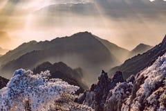 在黄山国家公园上峰顶的日出  免版税图库摄影