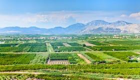 在黑山的山的肥沃的山谷 库存照片