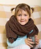 在围巾打扮的孩子 库存照片