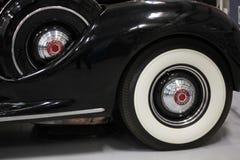 在1939年帕卡德的Whitewall轮胎 库存照片