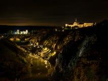 在1986年历史的市托莱多由联合国科教文组织宣称世界遗产名录站点 夜视图在托莱多,卡斯蒂利亚拉曼查,西班牙 免版税库存照片