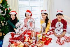 在2018年圣诞晚会的亚洲十几岁 库存照片