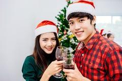 在2018年圣诞晚会的亚洲十几岁 免版税库存图片