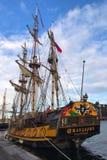 在1703年大型驱逐舰Shtandart是彼得大帝制造的军舰的确切的复制品 免版税库存图片