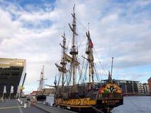 在1703年大型驱逐舰Shtandart是彼得大帝制造的军舰的确切的复制品 免版税库存照片