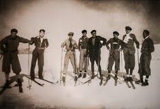 在1929年小组在Las Cimeras小山的滑雪者先驱 免版税库存图片