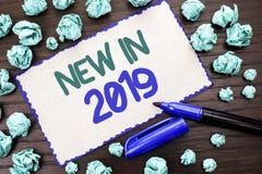 在2019年文字笔记显示新 陈列新时代最新的年期间季节年鉴以后的现代的企业照片写在C 免版税库存图片