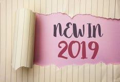 在2019年文字笔记显示新 陈列新时代最新的年期间季节年鉴以后的现代的企业照片写在t 库存照片
